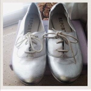 "Oxford Ballet Flat Silver Shoes ""Report "" Linn"