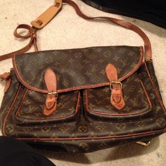 ab020544b41a Louis Vuitton Handbags - AUTHENTIC VINTAGE Louis Vuitton messenger bag