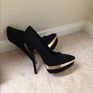 Forever21 Super Sexy Suede Black platform pumps