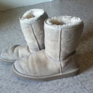 Excellent condition authentic Uggs 6