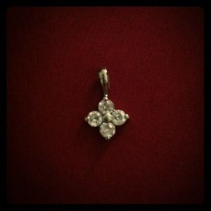 Jewelry - Stainless steel flower crystal pendant
