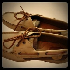 SPERRY'S Top-siders new, comfortable and authentic