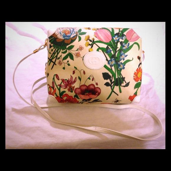 4b86b2ba2a7d9e Gucci Handbags - Vintage GUCCI
