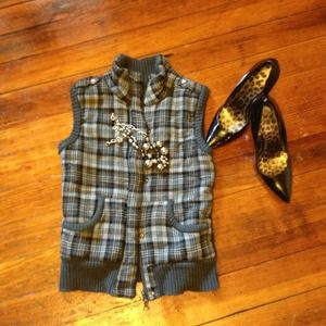 Gray vest double zipper and buttons