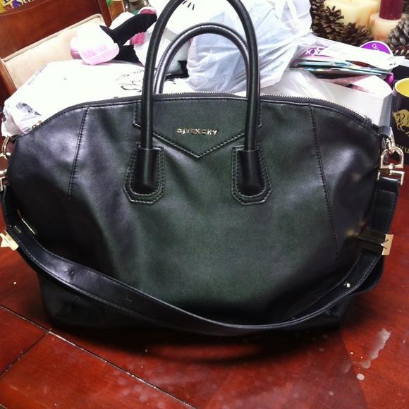 3c71fbb27bec Handbags - Givenchy Antigona Bag