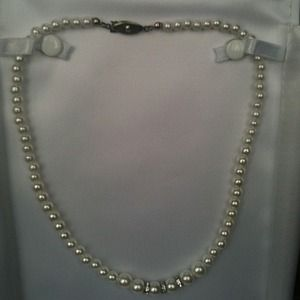 Jewelry - REDUCED!!Pearl and rhinestone necklace!!!