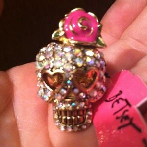 BETSEY JOHNSON embellished SKULL ring