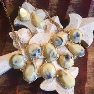 Jewelry - 🎉Host Pick🎉 Neck & Ear set