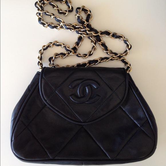 CHANEL Handbags - AUTHENTIC VINTAGE CHANEL EVENING BAG c4a6886101b71