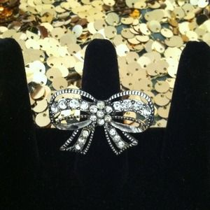 GiveawaySilver tone Bow Ring