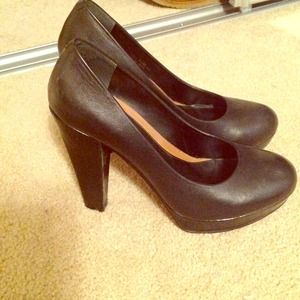 Chinese Laundry black pump