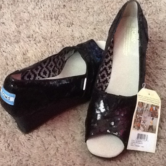 e1697f22cdf8 Toms Sequins Black Wedges 9.5 American size