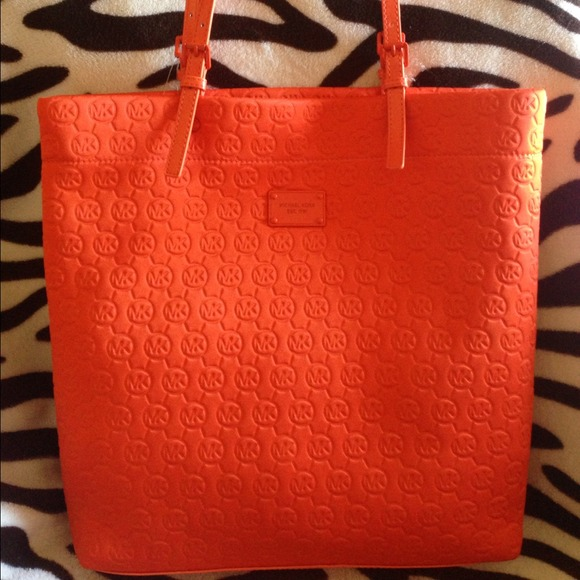 fef092a81f0e NWT  Orange Michael Kors Purse