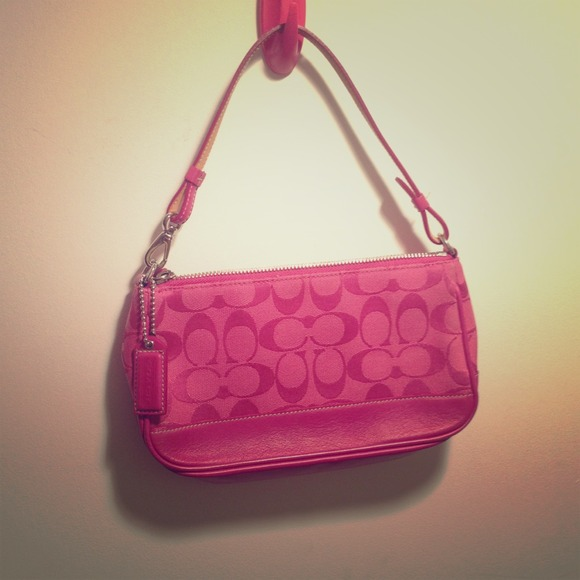 autumn shoes hot-selling latest special discount of Hot pink Coach purse