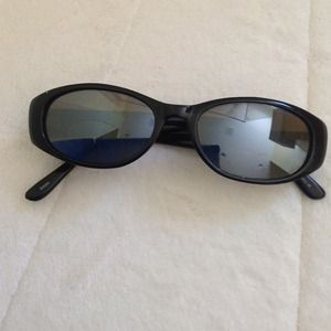 Accessories - Pre-owned sunglasses