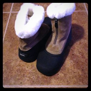 Sorel snow boots with the fur