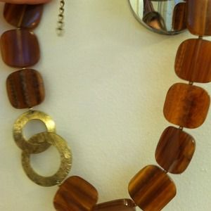"""Jewelry - ⚡Reduced!⚡Brown """"wood"""" and gold clasp necklace!"""