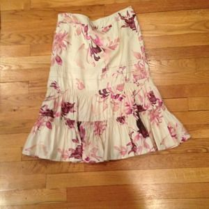Banana Republic Dresses & Skirts - *Sale* Banana Republic silk skirt