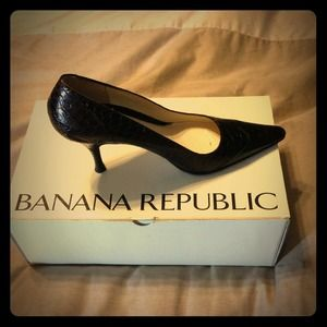 Banana Republic pumps. Made in Italy.