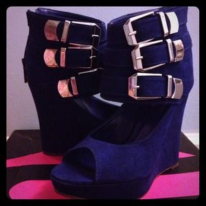 Michael Antonio blue wedges size 7