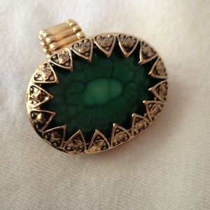 Jewelry - Large stylish ring!!