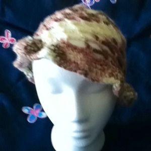 Mesh summer hat with brim