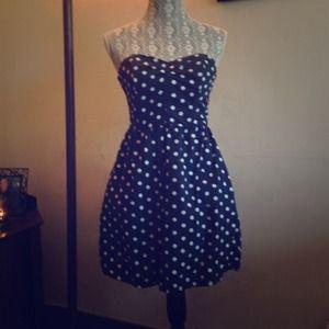 Dresses & Skirts - 🌻Cute strapless Polk dot dress 🌻