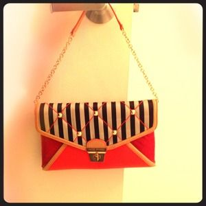 Henri Bendel Clutch - new without tags