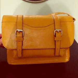 Mustard yellow crossbody handbag. Very cute!