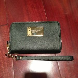 Michael Kors iPhone Zip Wallet