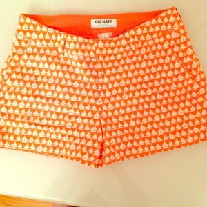 Old Navy Pants - Adorable boat print shorts!