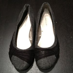 Shoes - Size 7 ballet flats. Gray and black.