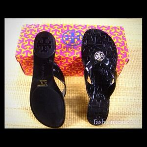 Tory burch thong sandals.