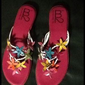 Bernardo Shoes - B2 by Bernardo Flower leather sandal .Sz 9M New