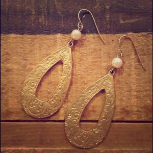 Express Jewelry - Gold embossed earrings