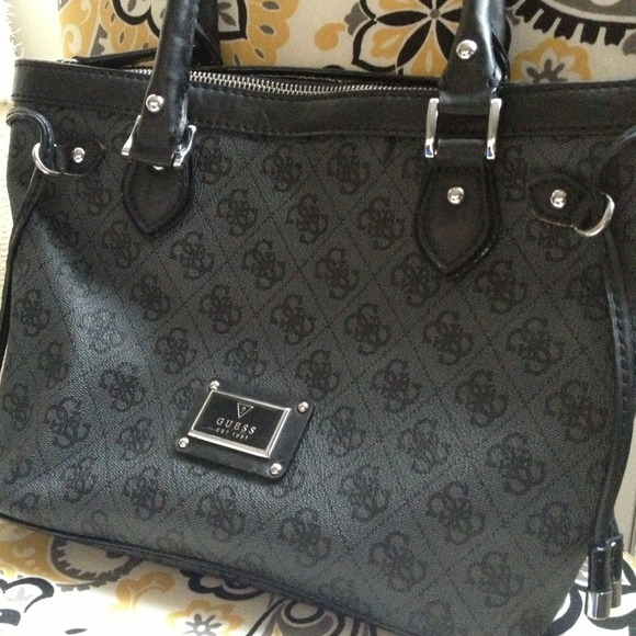 e57da14fbf8 Guess Bags   Authentic Scandal Carryall Bag   Poshmark