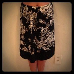 Dresses & Skirts - Stunning floral-print silky skirt!