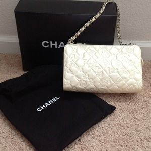 Ivory Authentic Chanel Shoulder Bag