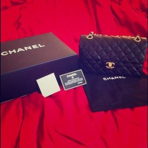 Authentic Chanel classic flap. best price. HP!
