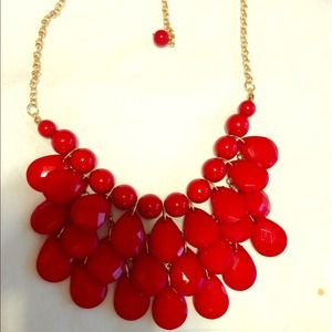 Red bubble bib statement necklace nwt