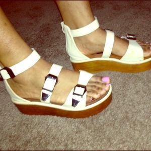Shoes - 🎉HOST PICK🎉 Gladiator Flatform Sandals