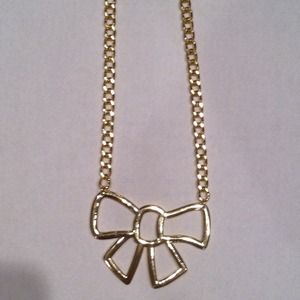 🎀 Gold Tone Open Bow Necklace