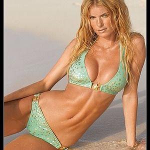 🔥 Victoria Secret bikini! Med top Small bottoms