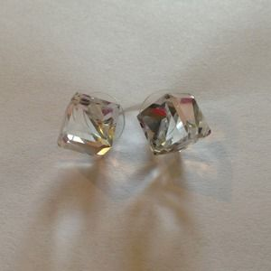 Pretty cute stud earrings