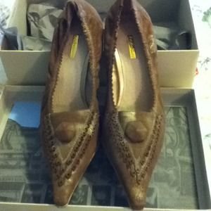 Brand New brown/gold suede pumps