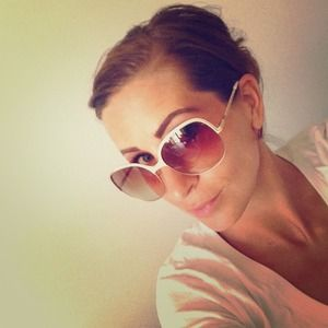 Authentic Chloe sunglasses comes w box auth card