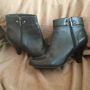*Reduced* Black leather booties