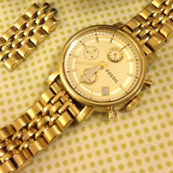 ⛔RESERVED⛔Gold Fossil Watch😍