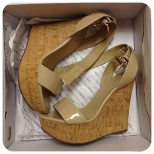 Patent leather Nude wedge