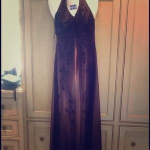 Gorgeous formal halter top gown, size 6!